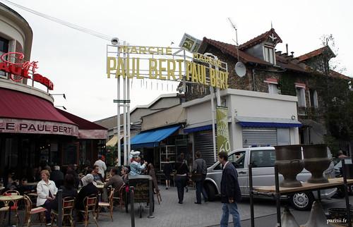Le marché Paul Bert est hétéroclite, on y trouvera un peu de tout. Ici, la marchandise nest pas encore restaurée en général