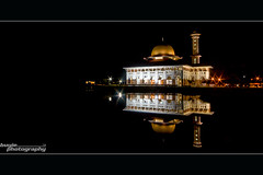 Night View of Masjid Darul Quran (buyie - think and shoot !) Tags: camera reflection canon landscape islam sigma slowshutter 1020 dq masjid alam hafiz sigma1020mm 40d buyie masjiddq dqkkb beautyofislam huffaz