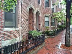a walkable neighborhood in Boston (by: Annie & John Schmidt, creative commons license)