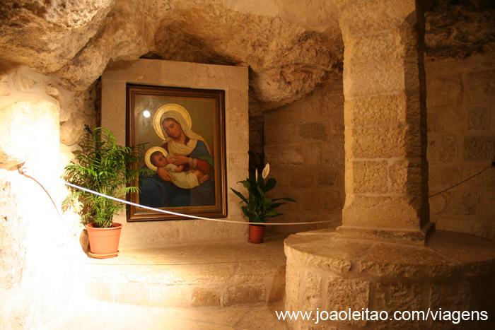 Imagem da Nossa Senhora do Leite na Gruta do Leite em Belém