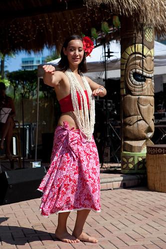 Hula at Hukilau 09