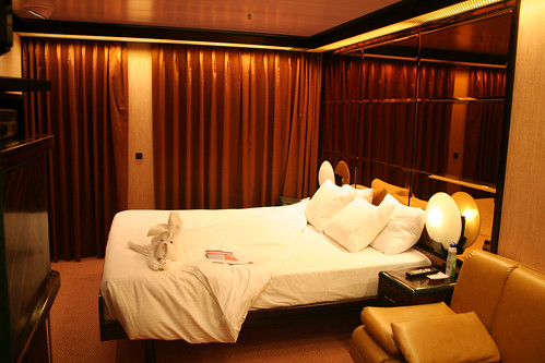 Carnival Elation - Demi-suite Bed with Towel Friend