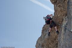 Auf der leicht überhängenden Bergführerplatte (Schwierigkeit C) (jwendland) Tags: mountain mountains alps nature berg rock de landscape outside bayern deutschland outdoor natur veronika berge alpen landschaft felsen gebirge klettersteig seil drausen badhindelang