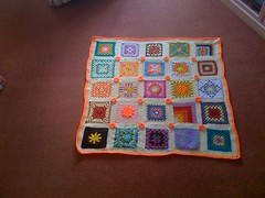 This is my 2nd 'sun' theme Blanket. After this one the 'sun' themed Blankets are going to be 'colour grouped'.  Please 'add note' if you see your Square.