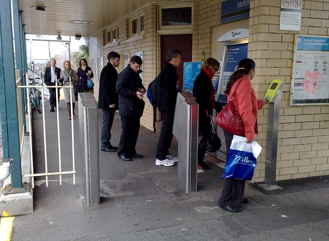 POTD: Not enough #Myki readers at some stations