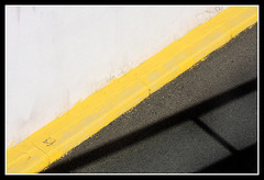 Entrando al parking (jemonbe) Tags: parking amarillo lineas rampa iloveit otw totalphoto jemonbe