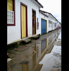 PARATY (Martha MGR) Tags: paraty chuva vernissage reflexo mmgr marthamgr reservaespecial 4msphotographicdream 3msroyalflowers 2msroyalstation marthamariagrabnerraymundo marthamgraymundo
