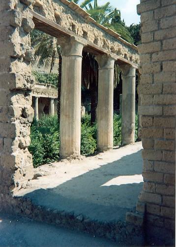 columns in herculaneum