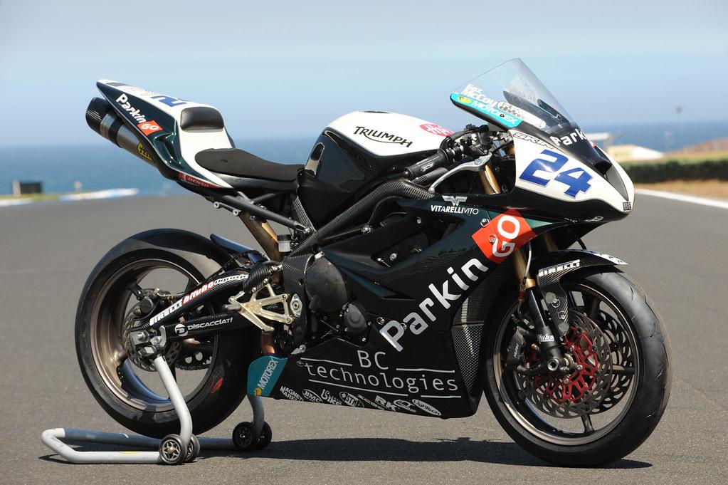 Machines de courses ( Race bikes ) - Page 2 3315269508_dc6819dd17_b