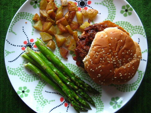 BBQ beef sandwich with asparagus and home fries