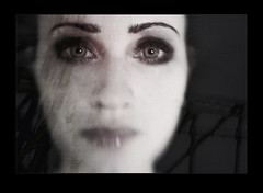 solitaire (biancavanderwerf) Tags: portrait lensbaby dark sadness eyes bianca dreamcatcher graphicmaster