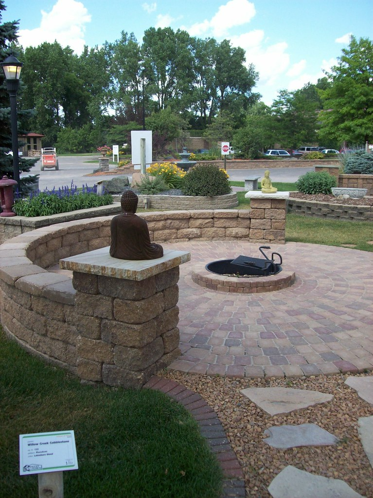 Circlestone Patio With Firepit (Patio Town) Tags: Oakdale Firepit Patiotown  Versalok Patiotowncom Willowcreekpavers