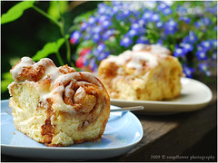 Zimtschnecken | Cinnamon Rolls (Soupflower's Blog) Tags: urban food recipe baking blog cinnamon sugar butter frosting cinnabon backen bakedgoods zucker cinnamonrolls stickybuns rezept zimt zimtschnecken flowersoup soupflower