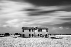 old house (nicola tramarin) Tags: longexposure summer bw casa italia estate wheat oldhouse countryhouse grano lungaesposizione casadicampagna blackwhitephotos