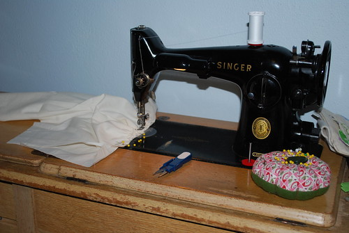 my singer sewing machine is jammed