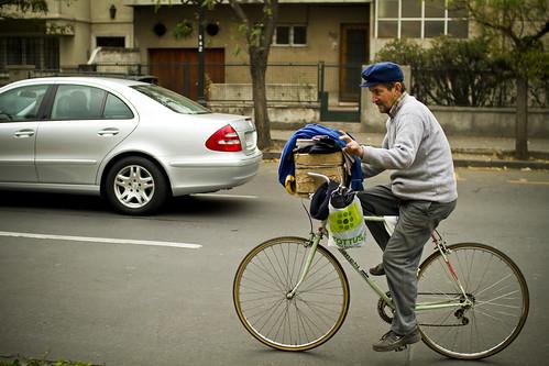 Patrimonio cultural en bicicleta: Repartidor de diarios (Newspaper man)