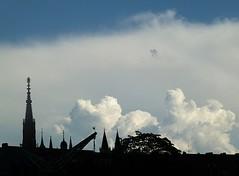 dwu00150 (m-klueber.de) Tags: alter gewitter wrzburg kranen 2011 unterfranken gewitterwolke marienkapelle mainfranken mkbildkatalog 20110521 dwu00150