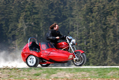 2007 Apr 08 -D80- 010_bearbeitet-1 (urs.guzziworld) Tags: moto motoguzzi guzzi gespann fotoshooting seitenwagen 20070408 guzziworldpersonen