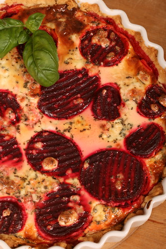 Beetroot quiche with blue cheese / Peedi-sinihallitusjuustupirukas