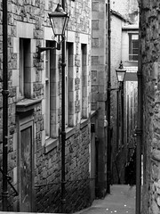 Scotland - Anchor Close in Edinburgh's Old Town (Agnieszka Piatkowska) Tags: street uk blackandwhite bw lamp stairs scotland edinburgh close streetlamp grain royalmile oldtown streetlighting anchorclose