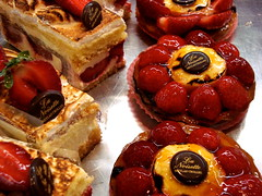 Y en aura-t-il pour tout le monde? (Michele*mp) Tags: red france grenoble europe strawberries pastryshop fraises ptisserie meylan isre tartelettes dauphin gourmands bej abigfave lanoisette citrit michelemp