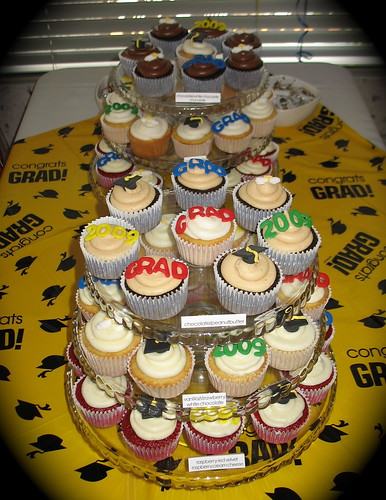 graduation cupcakes displayed