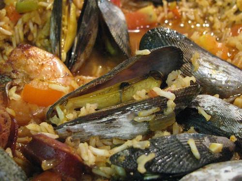 mussels in paella