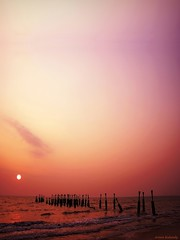 Horizon* calicut Beach (aroon_kalandy) Tags: light sunset sea orange sun india beach nature beauty photoshop skyscape landscape creativity evening adobephotoshop artistic sony awesome kerala fantasy rails greatshot impressions lovely naturelovers calicut kozhikode sihloutte lovelysky topshots beautifulshot anawesomeshot sonydslra200 malayalikkoottam worldwidelandscapes natureselegantshots aroonkalandy