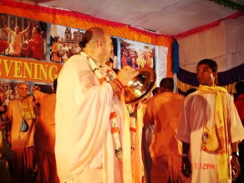 H H Jayapataka Swami in Tirupati 2006 - 0073 por ISKCON desire  tree.