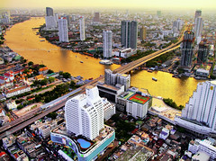 River of Gold / Bangkok (I Prahin | www.southeastasia-images.com) Tags: city bridge sunset sky bar river thailand golden cityscape bangkok explore drinks cocktails chaopraya hdr sincity sirrocco silom cityofangels skybar statetower swp thedome thonburi shangrilahotel tonemapped explored lebua qhouse highestbar superaplus aplusphoto taksinbridge worldsbestbar lebuahotel totallythailand bestcapturesaoi elitegalleryaoi gettyimagessoutheastasiaq2