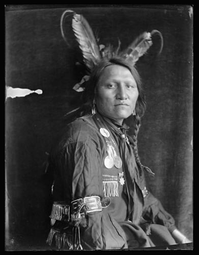 1900 charging thunder sioux