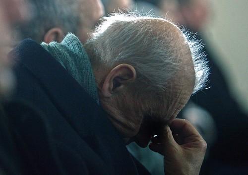 Batrân în rugăciune