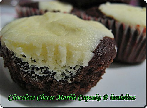 Chocolate-Cheese-Marble-Cupcake02