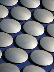 Aluminium discs (Katie-Rose) Tags: city uk blue architecture modern silver birmingham circles patterns explore selfridges departmentstore rows bullring opened katierose repeatedpattern canonpowershota700 selfridgebuilding openedseptember4th2003 15000spunaluminiumdiscs aluminiumdiscs architectfuturesystems