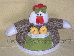 .:. Galinha Cobre Bolo .:. (Bonecos de Pano .Com) Tags: chicken kitchen cake decorao cozinha pintinhos cobrebolo cobretravessa galinhadefeltro galinhacobrebolo cobreprato