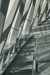Mercedes-Benz Museum (rbpdesigner) Tags: abstract building slr geometric lines linhas architecture triangles germany deutschland 50mm mercedes triangle europa europe stuttgart curves shapes mercedesbenz architektur formas abstracto allemagne abstrato alemanha daimler grafismo 30d geometria curvas bundesrepublikde