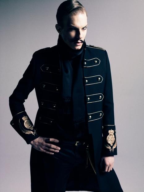 Felipe Dominici0078_GalaabenD AW11(Fashionsnap)