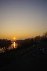 Het jaar ging onder (Hanne Hendrickx) Tags: sunset zonsondergang schelde oudejaar plooifiets