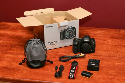 Canon 5D Mark II Unboxing 13
