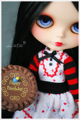 Happy Birthday, dear Marie! (r e n a t a) Tags: red black macro cake marie canon friend doll amiga preto vermelho plastic card geisha happybirthday bolo blythe  boneca custom takara plstico felizaniversrio cherrysoda elianasaito lilitix lollamoon