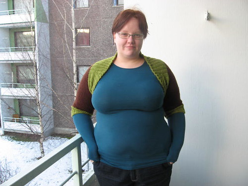 Two-toned ribbed shrug