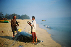 Preparing the net (36810024) (Fadzly @ Shutterhack) Tags: sea people beach landscape seaside fishermen calm m malaysia ripples kualaterengganu orning leicar6 mendingfishnet negativefilmscan tokjembalbeach summicronr35mmf20