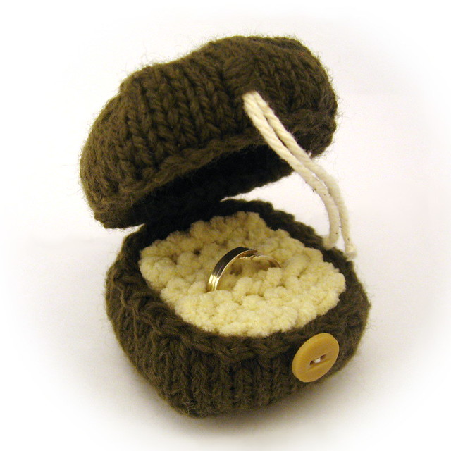 Knit Ring Box Pattern PDF by NeedleNoodles