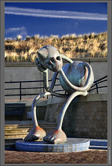 I think I have lost my Mask... Art at Scheveningen!! (B'Rob) Tags: city travel blue light sunset cloud streetart holland color art tourism netherlands true azul garden atardecer photography mar photo yahoo google nikon flickr paradise picture jardin playa tourist colores best explore most cielo wikipedia eden paraiso jardín mejor d300 18200mm brob explored brobphoto