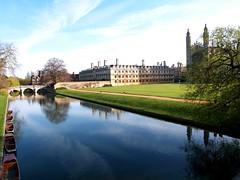 Clare College Cambridge (saxonfenken) Tags: bridge cambridge college river geotagged clare cam explore backs thumbsup punts kingscollegechapel e500 bigmomma 7941 riverscene challengeyou apr2009 pregamesweepwinner gamesweepwinner 7941river