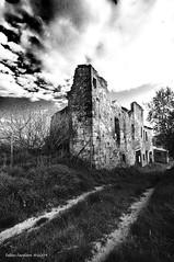 nessuno  perfetto 3 (fabio c. favaloro) Tags: bw nikon ruins decay bn tuscany toscana tuscan d300 1020sigma artlegacy fabiocfavaloro