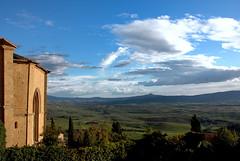 Pienza - L'abside del Duomo - la Val D'Orcia - La Rocca di Radicofani (bruno brunelli) Tags: italy italia tuscany duomo pienza toscana valdorcia labside rocca radicofani