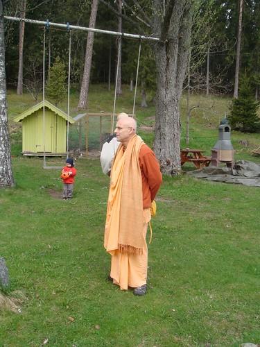 Kadamba Kanana Swami Korsnas Gard and at Ugrasena's 14th May 2010  -0107 por ISKCON desire tree.