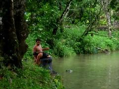 Aqua Azul 007 - Local couple washing in the river (Ben Beiske) Tags: mexico chiapas mexiko aquaazul