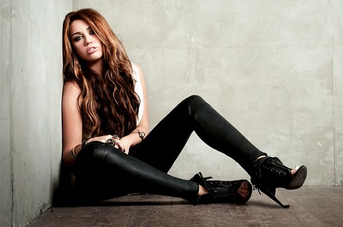 miley-tamed-pose
